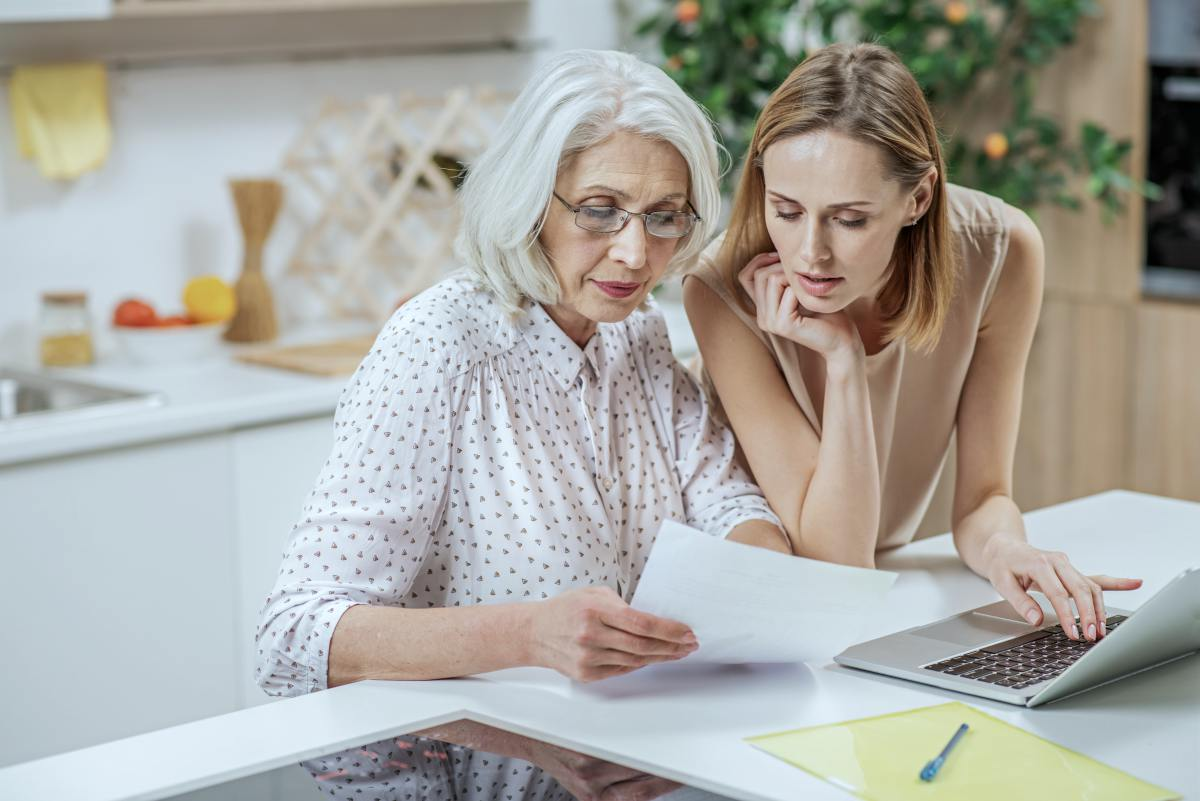 woman explaining documents to her parent | The Best Retirement Calculators Recommended | Inside Your IRA | best retirement calculators | best retirement calculator aarp