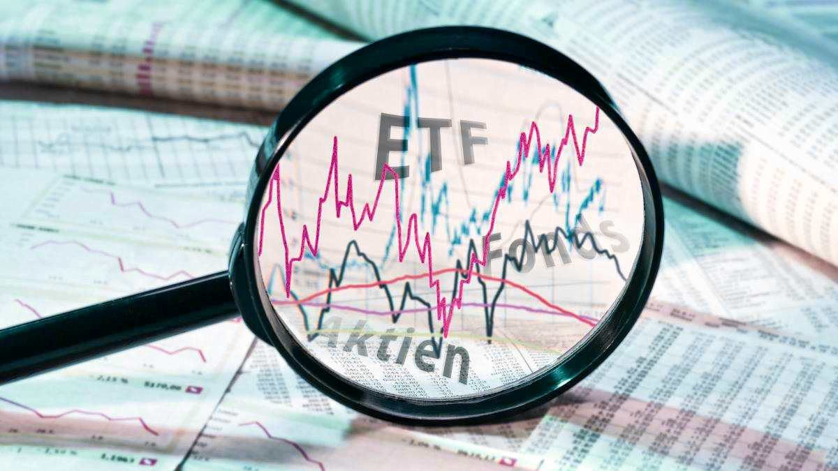 magnifying glass etf concept | How To Invest In Dividend Stocks Inside Your IRA | dividend | dividend investing