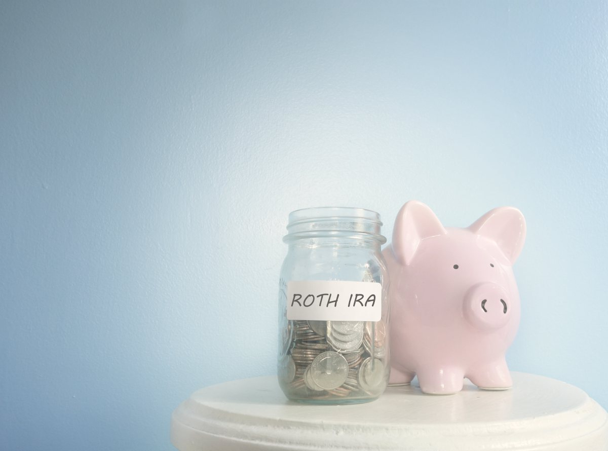 piggy bank and roth savings in jar | How To Start Investing In Stocks: The Ultimate Guide | Inside IRA | investing in stocks | stock investing