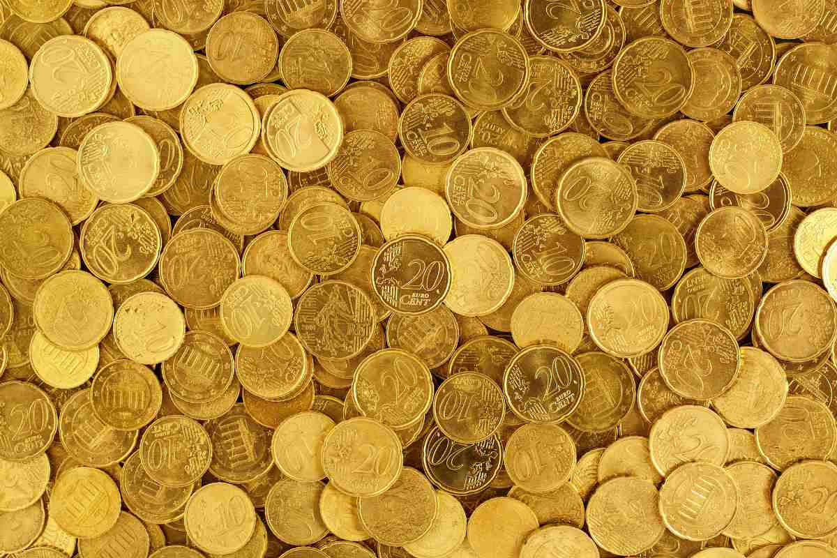 top view of gold coins | Gold Prices and Chart [2018] | Inside Your IRA | Gold fix