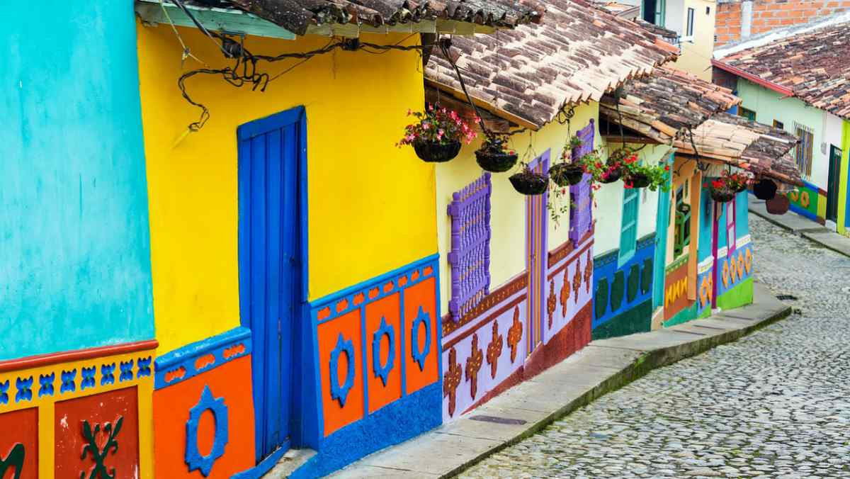 colorful houses in a street | Colombia | best retirement countries
