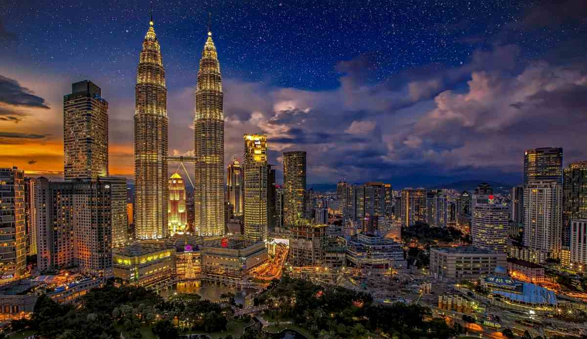Twin Tower Night City Shot | Malaysia | best retirement countries