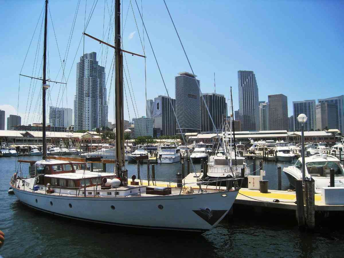 Miami, Florida | Highest Rated Vacation Spots For Retirees | Vacation For Seniors | vacations for retired