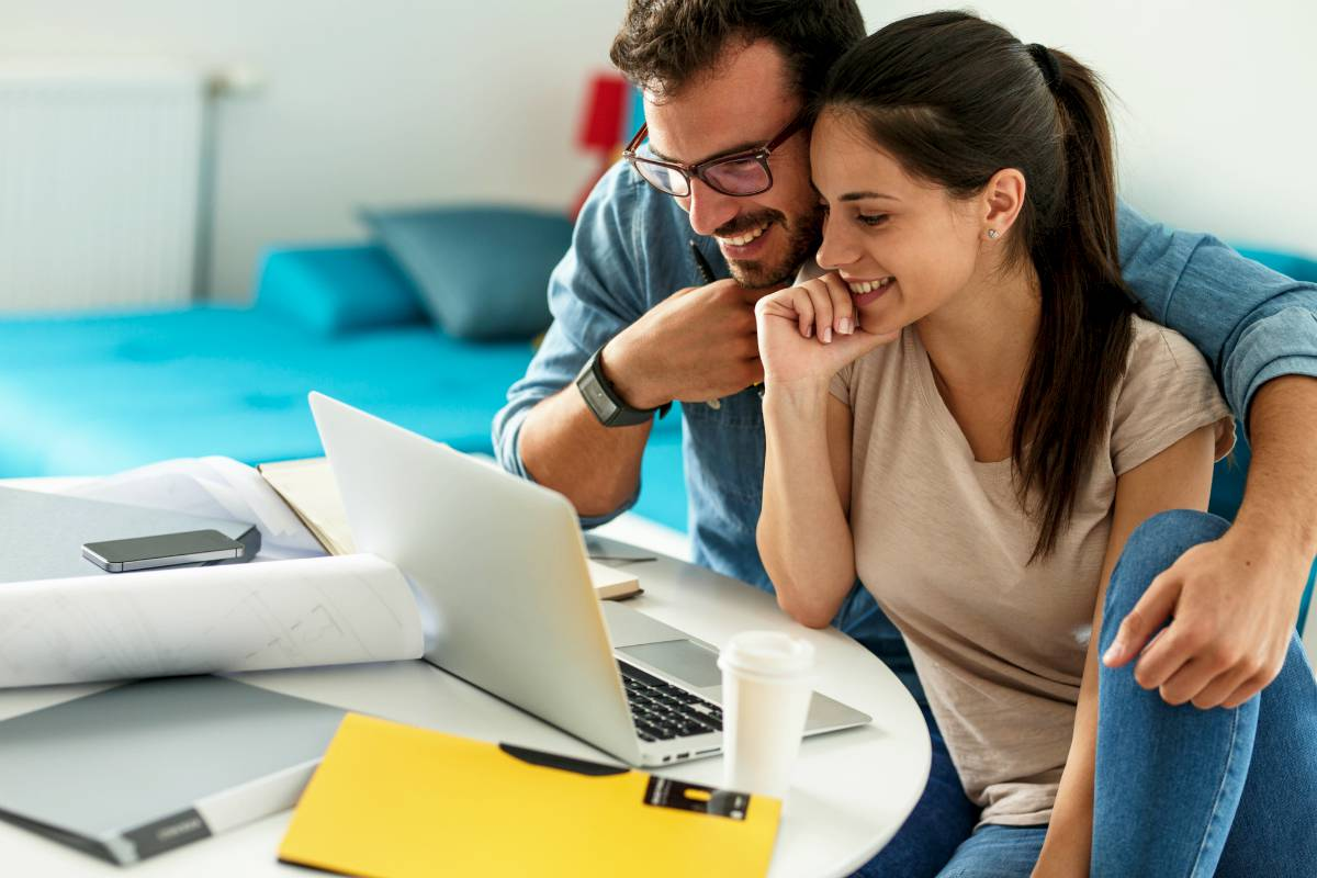 couple looking at laptop | Helpful Retirement Calculators To Make Sure Your Savings Are On Track! | Inside Your IRA | vanguard retirement calculator