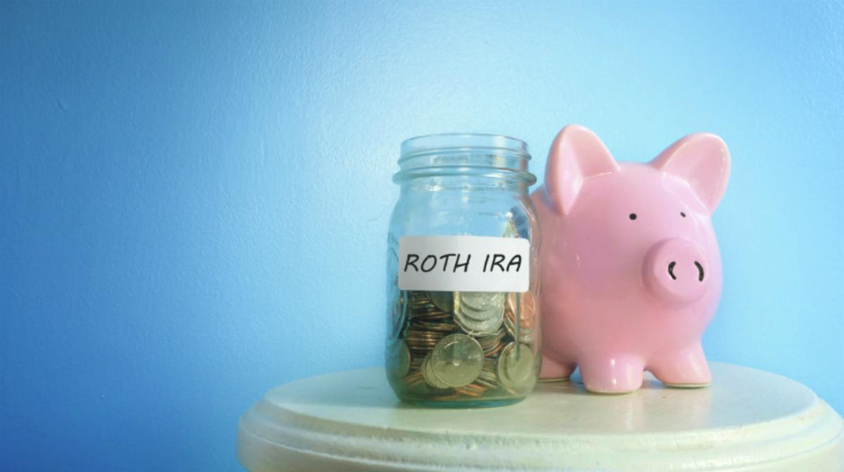 coins on a jar with Roth IRA label and a piggy bank | How Does A Roth IRA Work? | Roth IRA Resources | Inside Your IRA