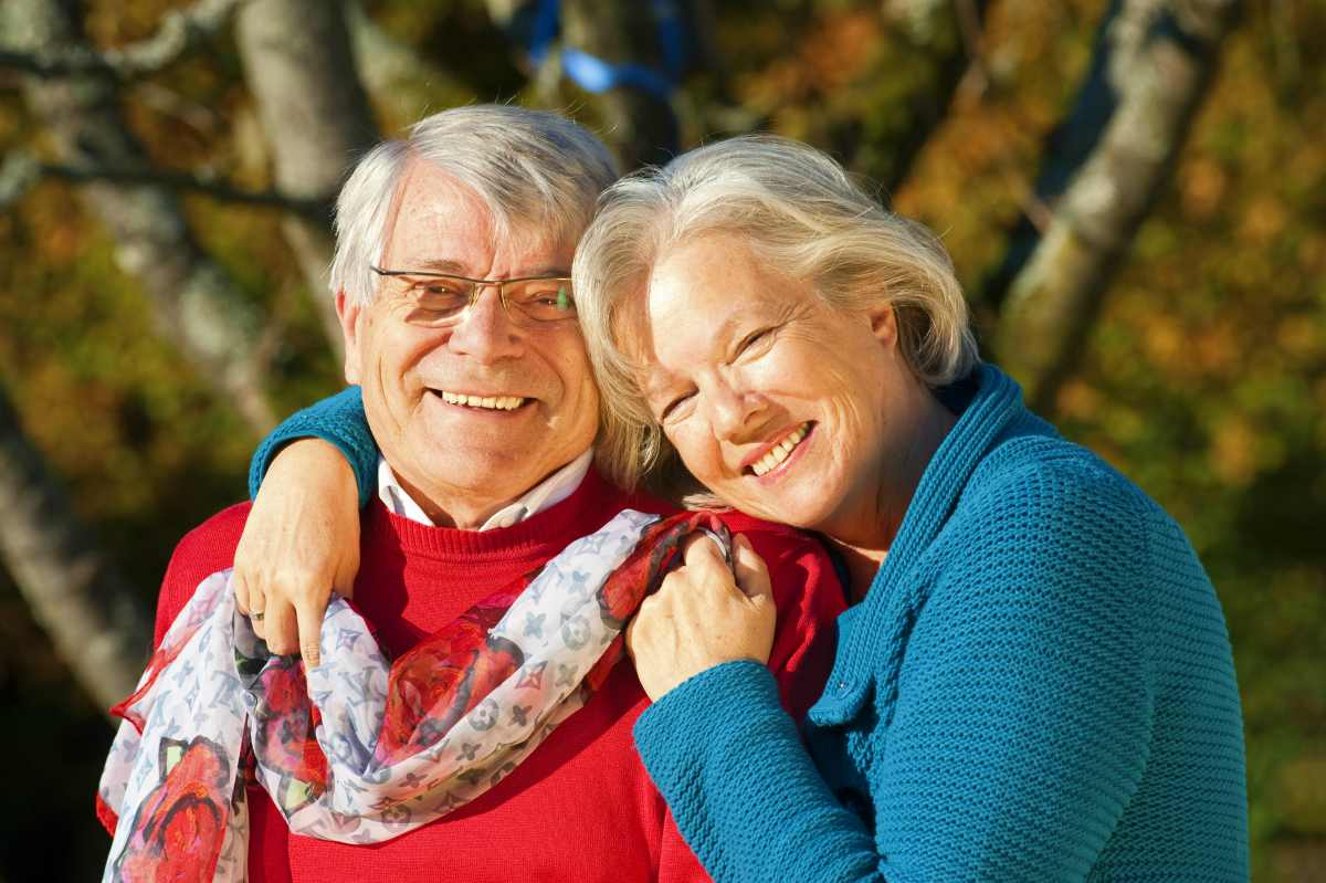 happy senior couple | 401(k) Early Retirement Guide | Inside Your IRA | 401k early retirement