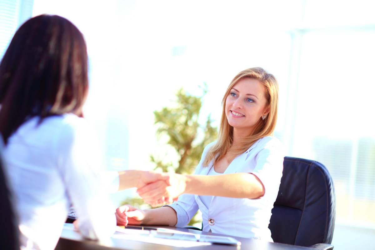 businesswoman hand shake | How To Choose the Right IRA Custodian | Inside Your IRA | ira