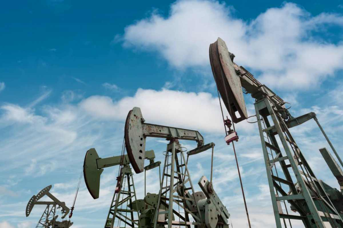 oil pumps | Top Stocks Investors Should Watch In 2019 | Inside Your IRA | top stocks to buy