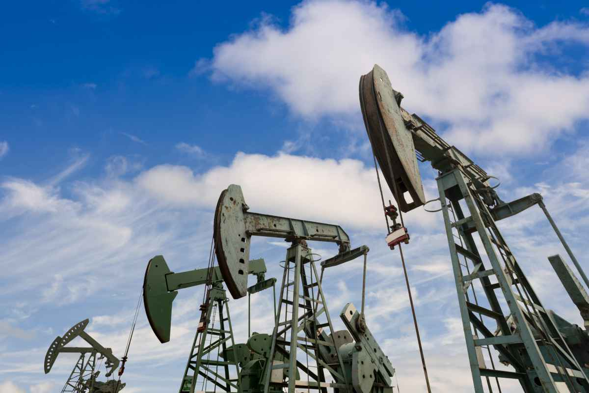 oil pumps | Best Stocks To Invest In Right Now In The Energy Sector | energy sector