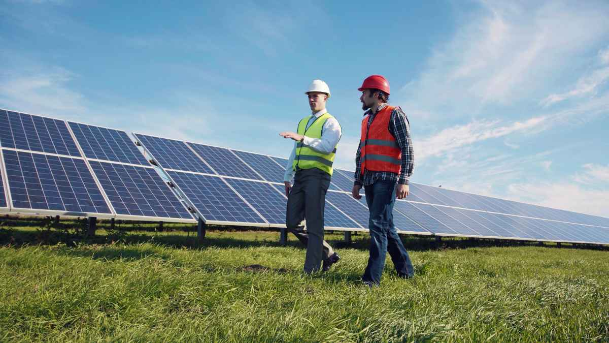people and solar panels | Best Stocks To Invest In Right Now In The Energy Sector | investing in energy